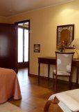 H. Mini suite